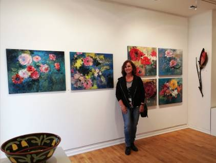 Marta entre sus flores